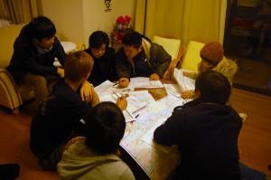 配布前日の深夜までチーム毎に搬送順と段取りの作戦会議
