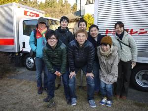 笑顔第二弾搬送スタッフ全員で出発前の記念撮影