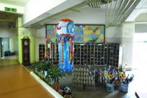 石巻小学校の昇降口