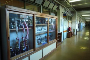 校長室前の廊下。歴史が感じられますね。